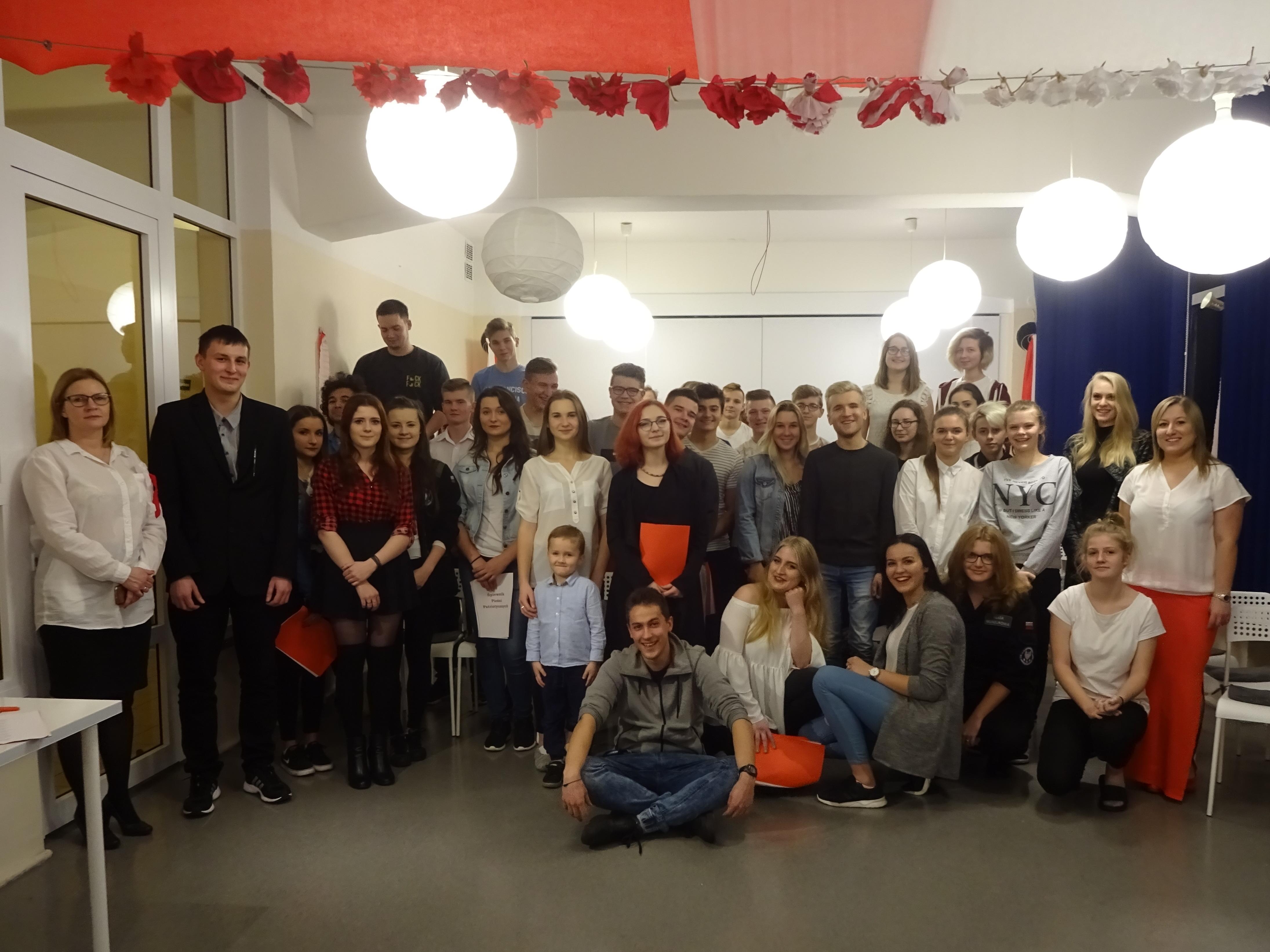 śpiewamy Pieśni Patriotyczne Zespół Szkół Nr 1 W Krakowie